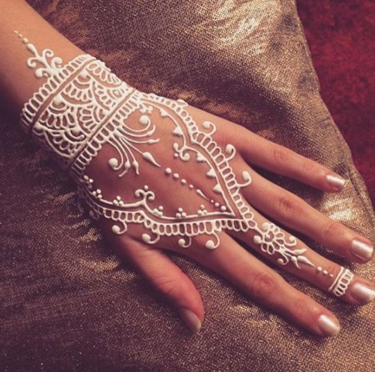 Henné Blanc henné blanc : de la dentelle jusqu'au bout des doigts - gazellemag